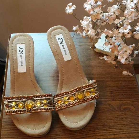 SM New York Shoes - NWOT GORGEOUS BOHEMIAN BEADED WOODEN SANDALS 7